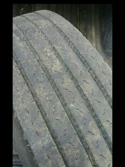 Trailer tire 255/70 R22.5 good condition for Sale in Vancouver,  WA