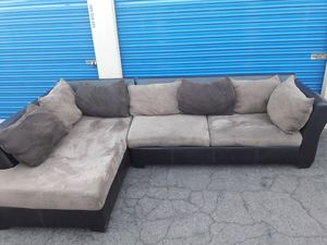 Comfortable sectional couch, including pillow, 🛋 for Sale in Glendale, AZ