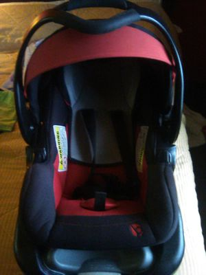 Baby Trend black and red infant car seat for Sale in Jackson, TN