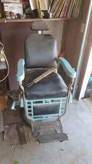 Barber Chair for Sale in Apple Valley, CA