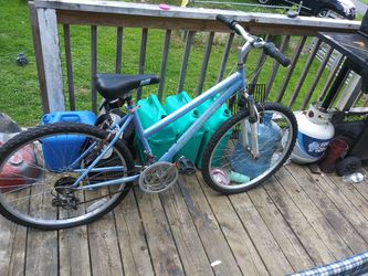 WOMEN'S ADULT MTN BIKE for Sale in Glade Springs,  WV
