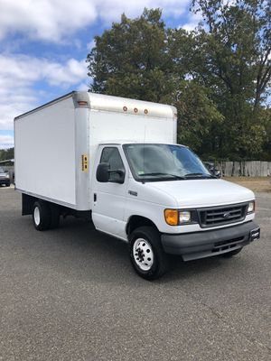 2005 FORD E350 12FT BOX TRUCK for Sale in Hammonton, NJ