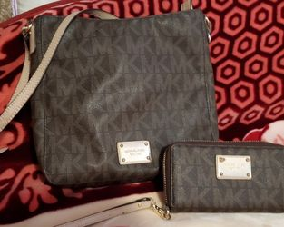 Michael Kors Crossbody Bag And Wallet for Sale in El Paso,  TX