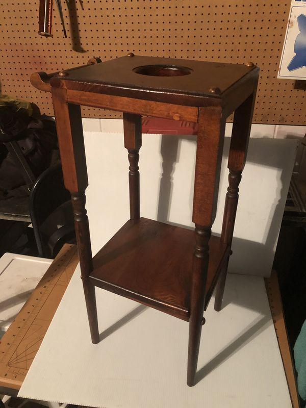 Antique wash basin table