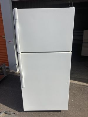 KENMORE WHITE FULL SIZE REFRIGERATOR for Sale in Guadalupe, AZ