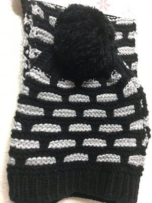 Set de bufanda y gorro para el invierno for Sale in Round Rock, TX