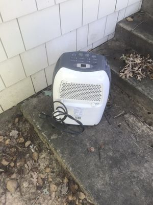 Son 2 25 pint dehumidifier for Sale in Oxon Hill, MD