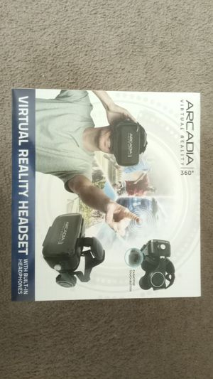 Arcadia VR headset with built in headphones for Sale in Mesquite, TX