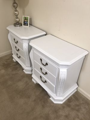 Set of 2 white solid wood nightstands for Sale in Purcellville, VA