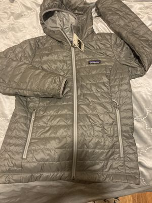 PATAGONIA WOMEN NANO HOODY FEATHER GRAY for Sale in Chicago, IL