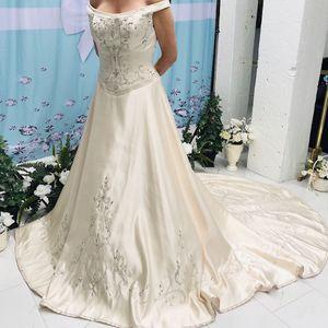 New Champagne Moonlight Designer Wedding Dress Size 10 for Sale in Rancho Cordova, CA