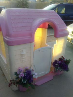 Play House w/kitchen for Sale in Victorville, CA