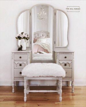 Vintage Tri-fold Vanity with Bench for Sale in Warrenton, VA