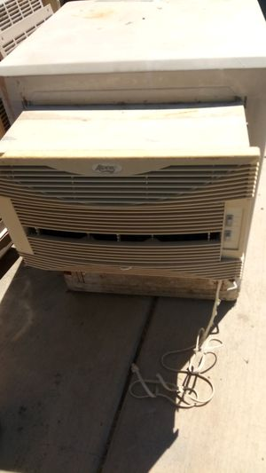 Swamp cooler trabajando for Sale in Perris, CA