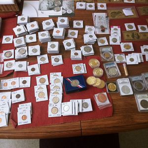 LOT OF COLLECTABLE COINS & GOLD PLATED BITCOINS AND GRADED COINS. for Sale in Hanford, CA