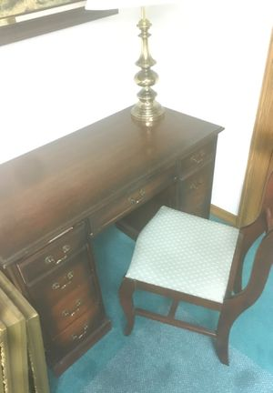 Small desk and chair for Sale in Longmont, CO