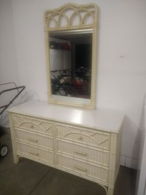 Dresser with mirror for Sale in Westerville, OH