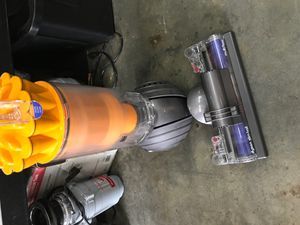 Dyson vacuum like new $120 for Sale in Downey, CA