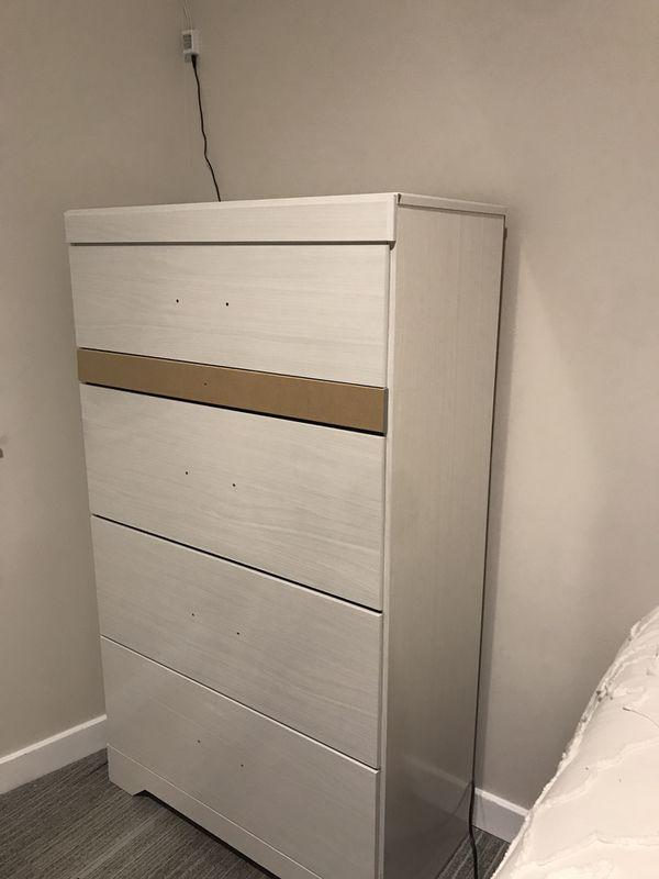 Dresser / Chest