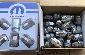 JEEP Wheel locks and 2016 OEM Lug Nuts for Sale in Manalapan Township, NJ