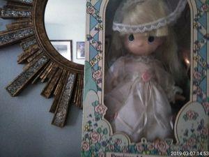 Collector precious moments bridal doll+April) for Sale in Baton Rouge, LA