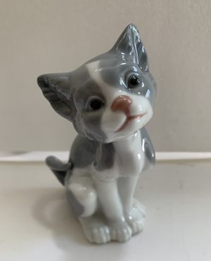 Lladro Collectible Figurine. Porcelain Kitty Cat for Sale in Virginia Beach, VA
