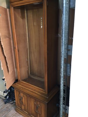 Small china cabinet on stand for Sale in Miami, FL