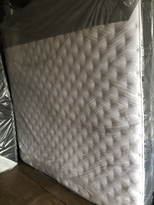 King size mattress and box springs en Trenton New Jersey for Sale in Jessup, MD