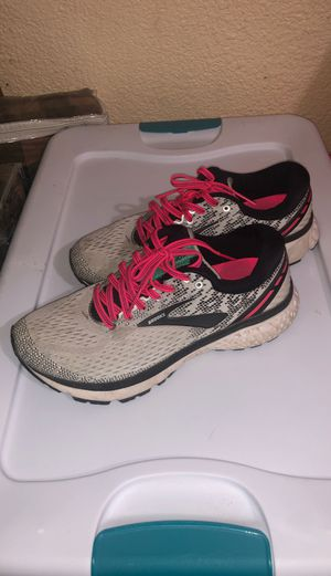 Brooks Ghost 11 woman's running shoe size 8.5 for Sale in Waterford, CA