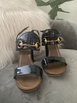 Authentic Gucci shoes sandals 👡 size 7.5 with dust bag and box for Sale in Hallandale Beach, FL
