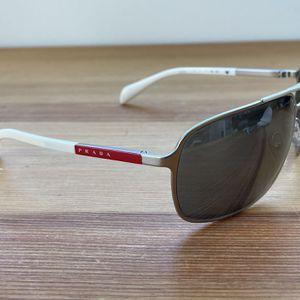 White PRADA sunglasses for Sale in Miami, FL