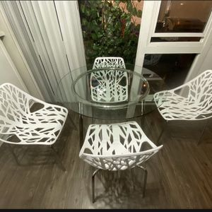 Beautiful Salmi Round Glass Table With 4 Modern Chairs for Sale in Commerce, CA