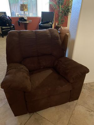 Chocolate brown recliner for Sale in Avondale, AZ