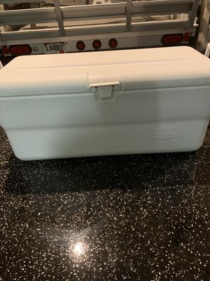 Rubbermaid Ice Cooler for Sale in Surprise, AZ