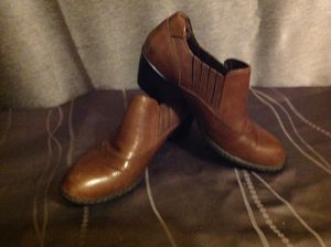 Born ankle boots women's size 7.5 brown for Sale in Sunnyvale, CA