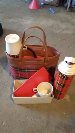 VINTAGE THERMOS PICNIC PAC. for Sale in Brooks, OR