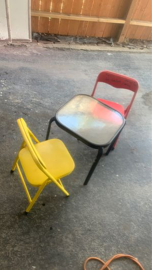 Kids play desk and chairs for Sale in South Gate, CA