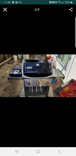 Weber e 310 bbq grill for Sale in Kingsburg, CA