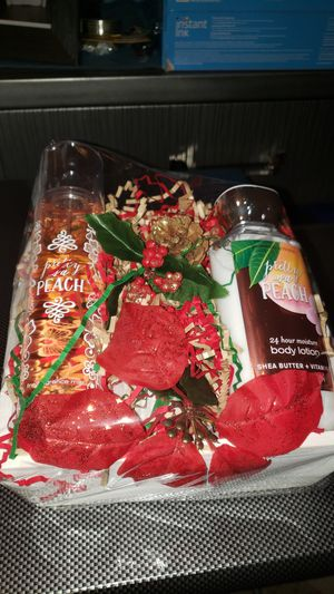 Pretty as Peach Bath and Body Works Gift Set for Sale in Carson, CA