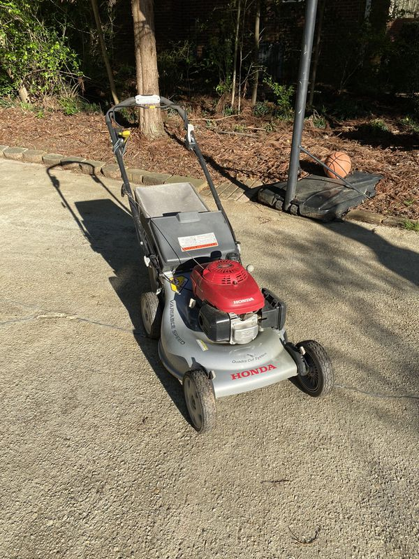 Honda lawn mower come with grass bag. Self propelled work great