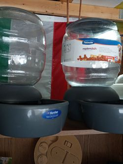 Large Pet Feeder And Water Bowl for Sale in Livonia,  MI