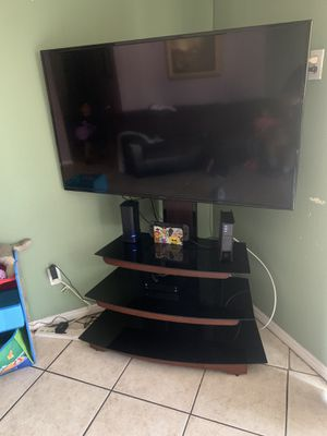55 inch tv and tv stand with mount for Sale in Rialto, CA