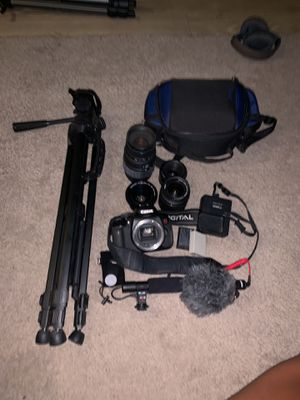 Canon t4i w 2 microphones & 4 lenses for 600$ for Sale in Phoenix, AZ