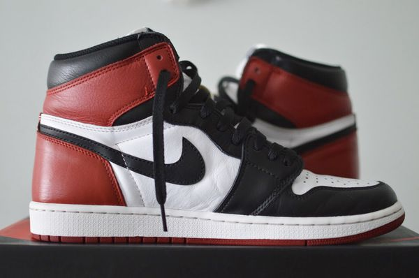 Nike Air Jordan 1 Retro High OG Black Toe 2016 Size 11 555088-125 Red White