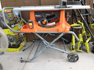 "RIDGID 10"" TABLE SAW WITH ROLLING STAND for Sale in Glendale, AZ"