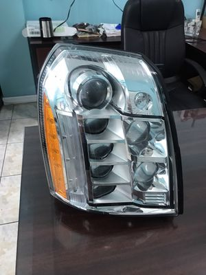 2013 Cadillac Escalade platinum right headlight for Sale in Miami, FL