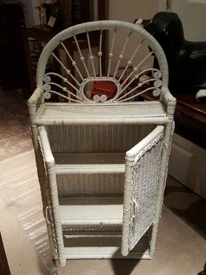 White Wicker Shelf for Sale in Snohomish, WA
