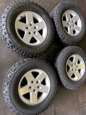 "17"" Jeep wheels & Tires LT255/75/17 for Sale in Warren, MI"