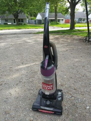 Bissell vacuum for Sale in Lorain, OH