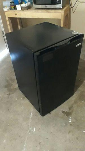 Kenmore mini refrigerator, 4.6 cu ft, model 183 for Sale in Rialto, CA